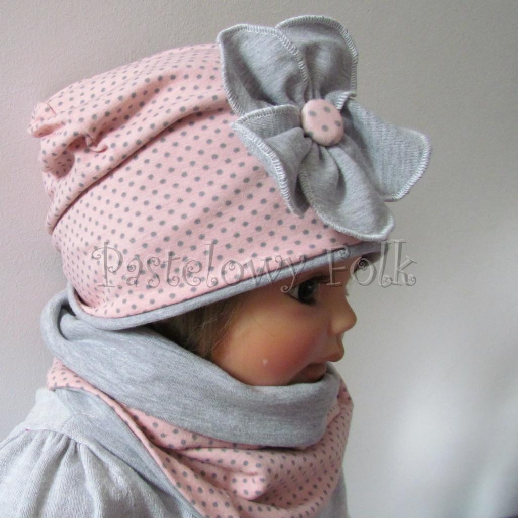 dziecko-czapka-205-rozowa-w-szare-kropki-z-szarym-duzym-kwiatem-jesienna-chustka-komin-04