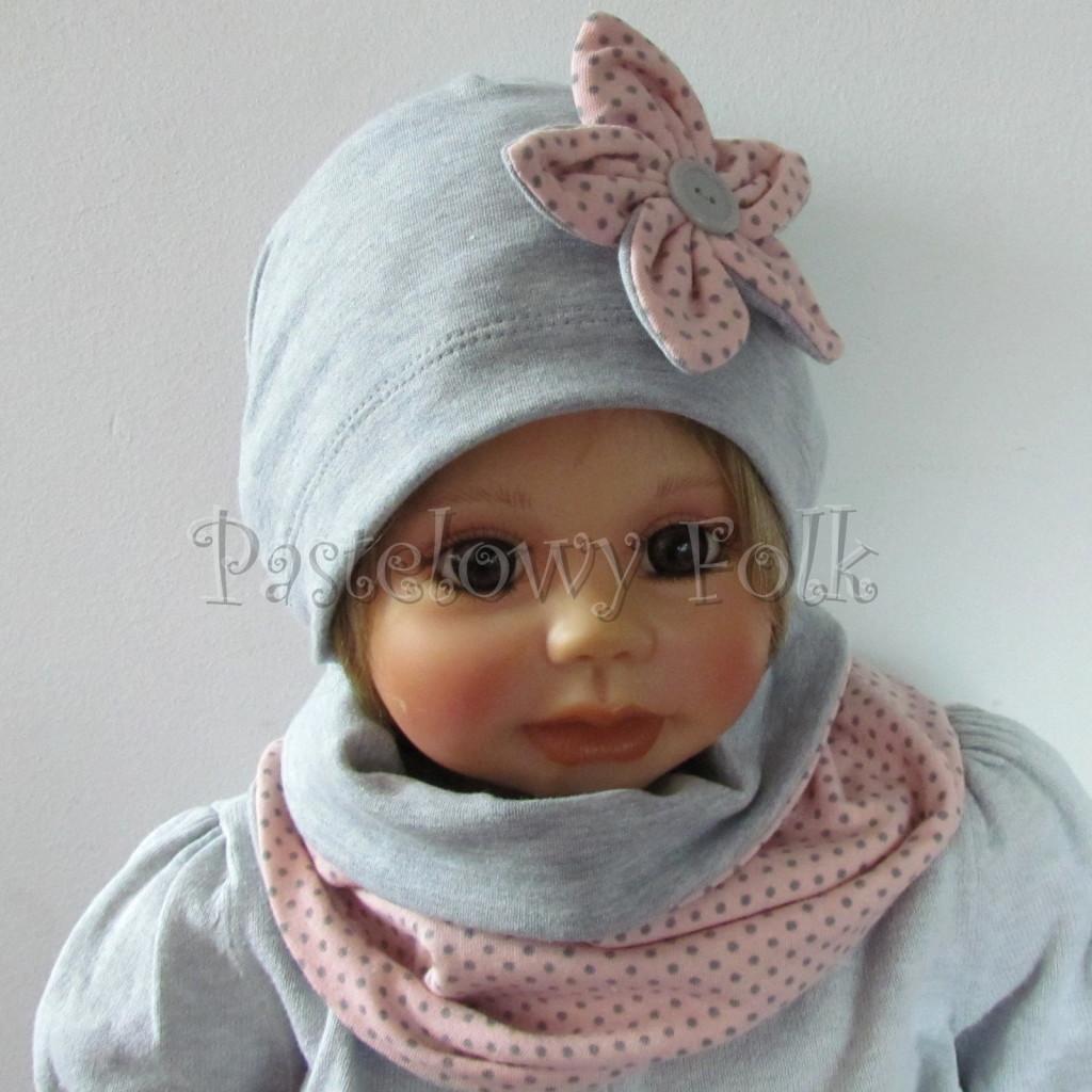 dziecko-czapka-206-szara-z-rozowym-kwiatkiem-w-szare-kropki-dresowka-chustka-komin-02