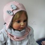 Różowa czapka w kropki z szarą kokardką