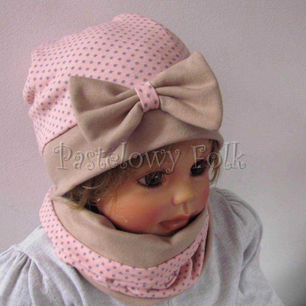 dziecko-czapka-209-rozowa-w-szare-kropki-z-bezowa-kokarda-dwuwarstwowa-jesienna-chustka-komin-02
