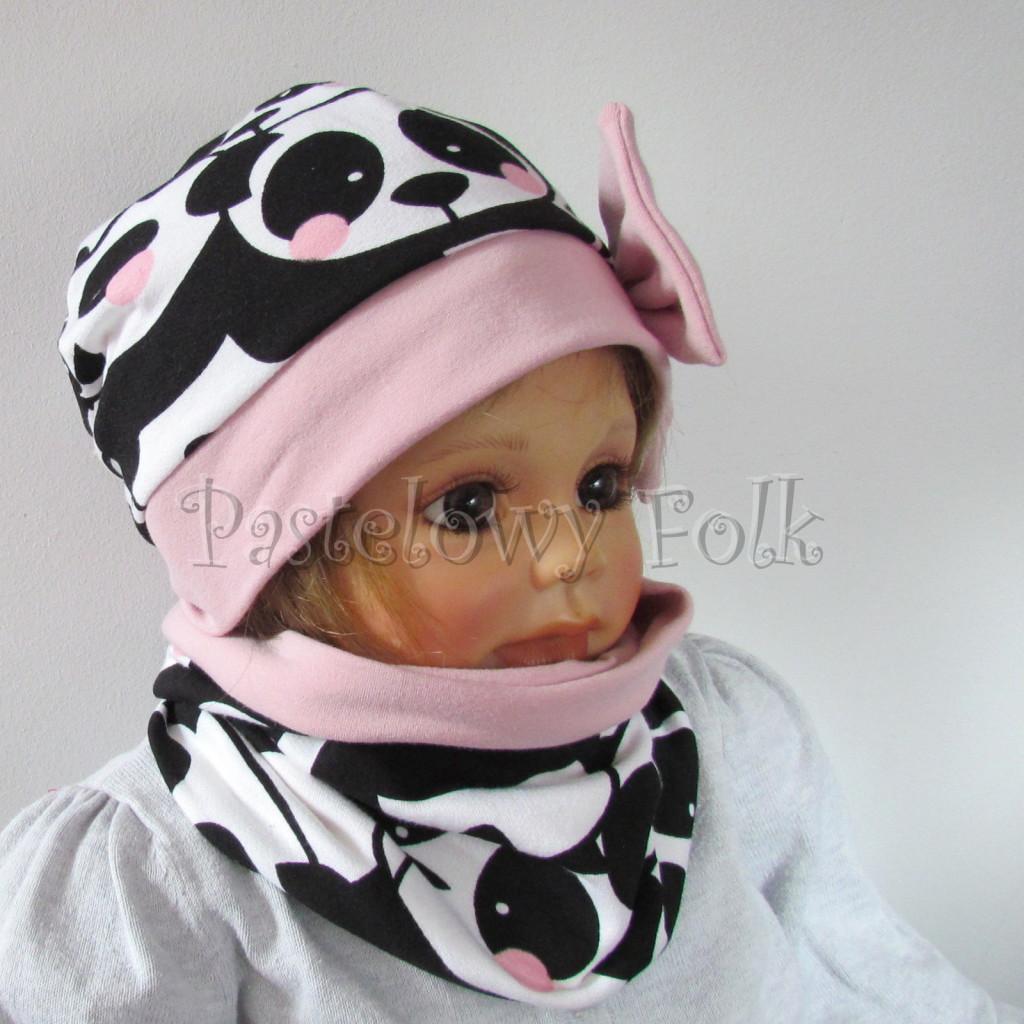 dziecko-czapka-212-bialo-czarne-pandy-z-rozowymi-policzkami-rozowa-duza-kokarda-dresowa-dzianina-komplet-komin-01