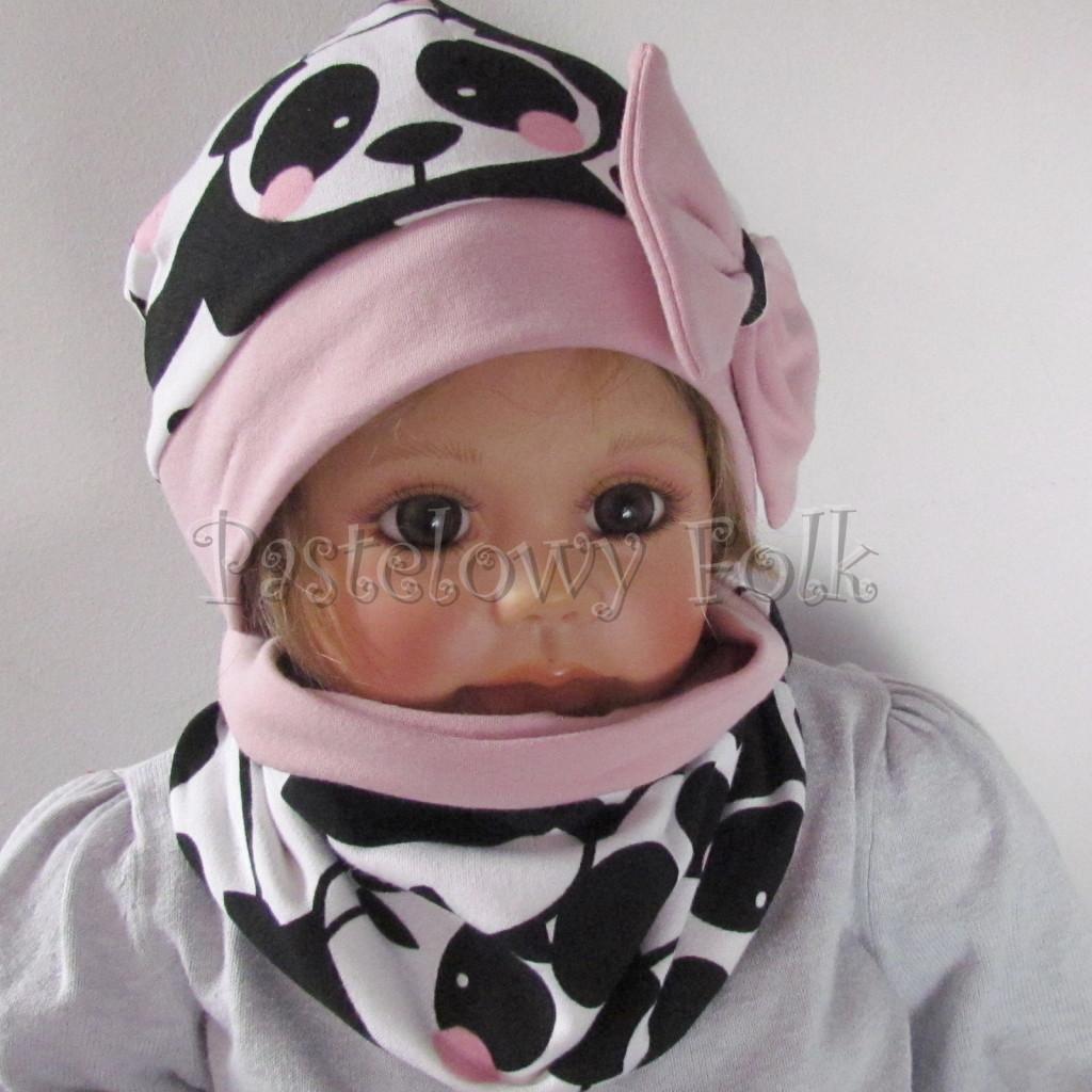 dziecko-czapka-212-bialo-czarne-pandy-z-rozowymi-policzkami-rozowa-duza-kokarda-dresowa-dzianina-komplet-komin-02