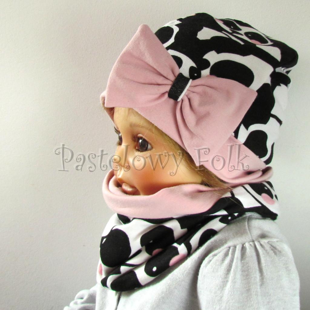 dziecko-czapka-212-bialo-czarne-pandy-z-rozowymi-policzkami-rozowa-duza-kokarda-dresowa-dzianina-komplet-komin-04