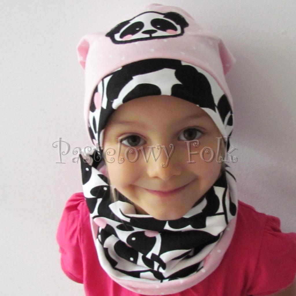 dziecko-czapka-213-rozowa-w-biale-kropki-aplikacja-panda-bialo-czarna-z-rozowymi-policzkami-dresowa-dzianina-komplet-komin-chustka-01