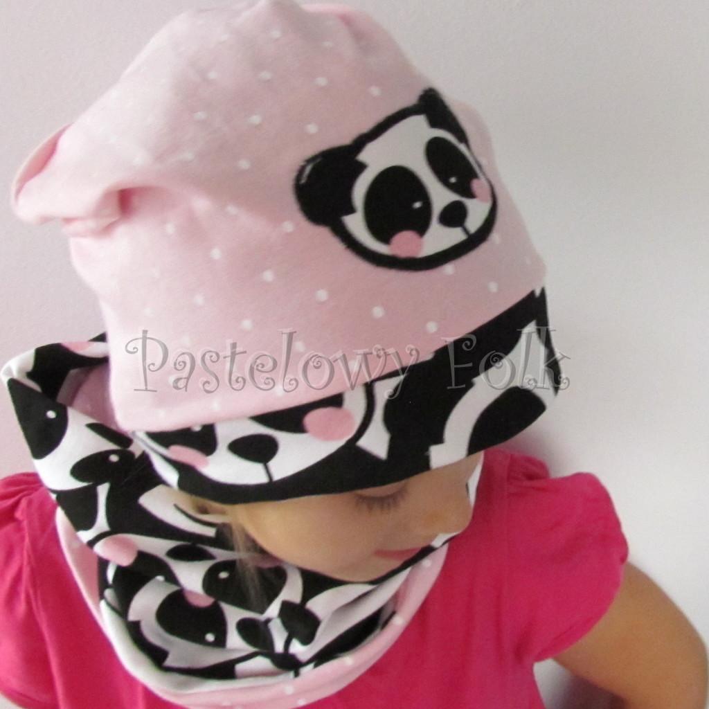 dziecko-czapka-213-rozowa-w-biale-kropki-aplikacja-panda-bialo-czarna-z-rozowymi-policzkami-dresowa-dzianina-komplet-komin-chustka-02