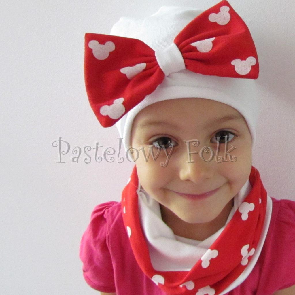 dziecko-czapka-226-biala-z-duza-czerwona-kokarda-w-biale-myszki-minnie-ogromna-komin-chustka-05