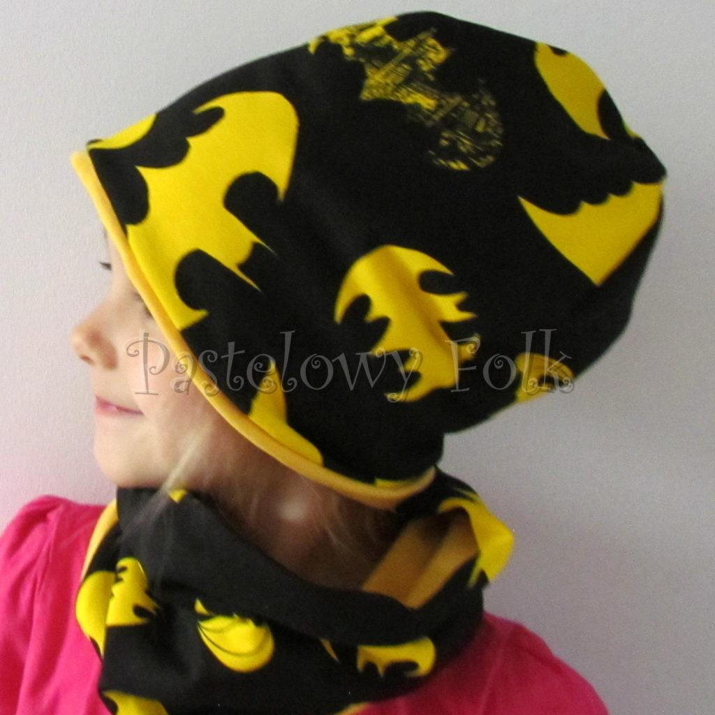 dziecko-czapka-240-czarna-w-zolte-nietoperze-batmandwustronna-jesienna-dresowka-komplet-komin-01