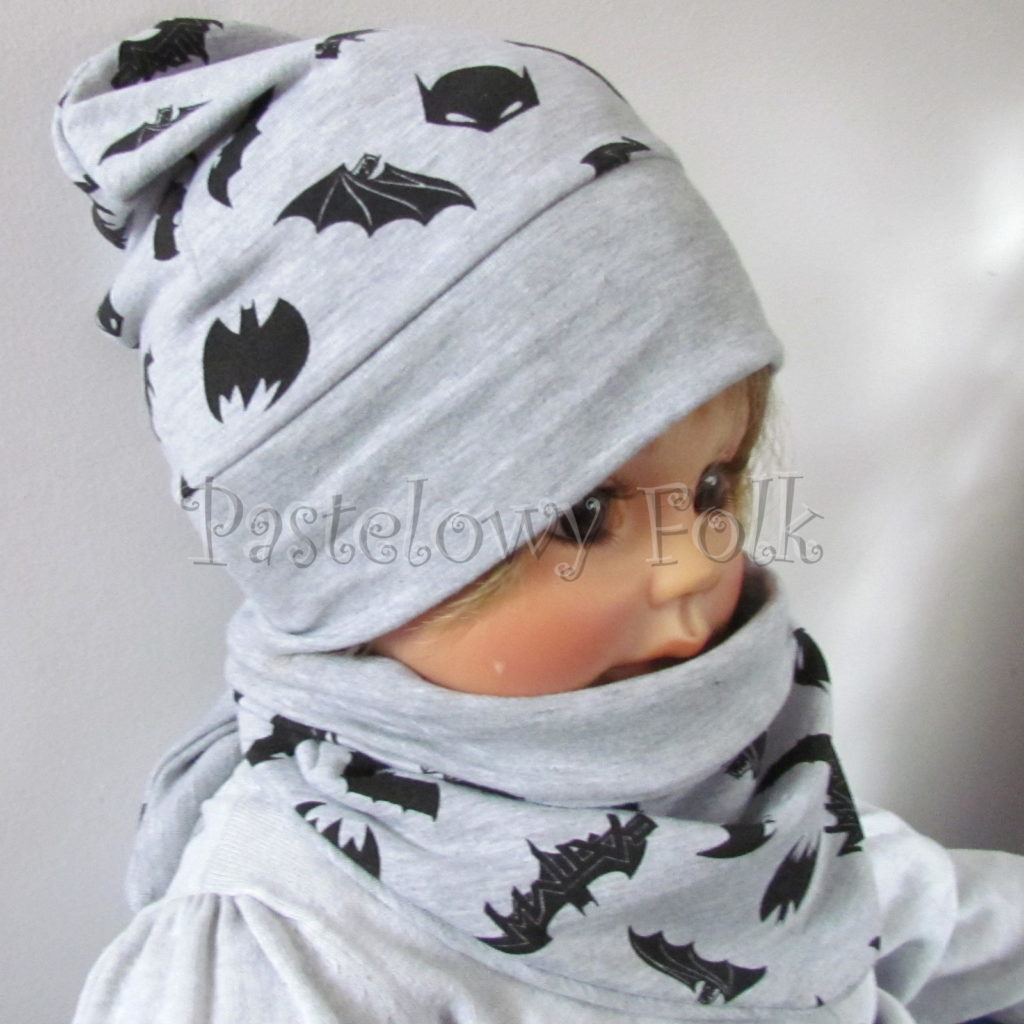dziecko-czapka-245-szara-czarne-nietoperze-batman-jesienna-dresowka-komplet-komin-02