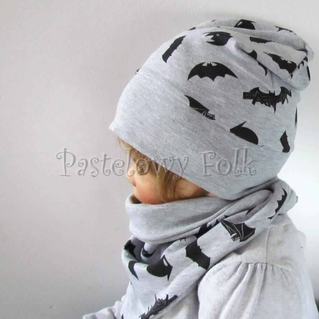 dziecko-czapka-245-szara-czarne-nietoperze-batman-jesienna-dresowka-komplet-komin-03