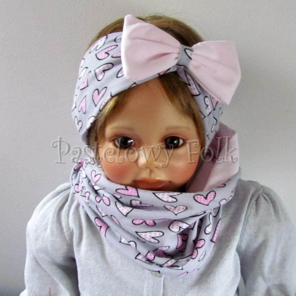 dziecko-opaska-185-szara-w-rozowe-sercaduza-kokarda-jasnorozowa-komplet-chustka-komin-03