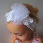 Biała opaska z kwiatkami na chrzest, roczek 08
